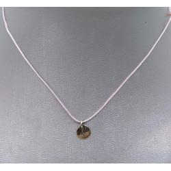 cordoncito ajustable en seda con cierre en plata de Ley e inicial en plata de ley