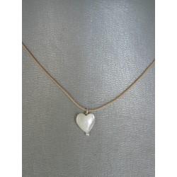 cordoncito ajustable en seda con cierre en plata de Ley y corazon en nacar blanco