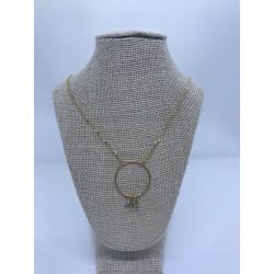 collar de acero dorado con pieza circular de acero dorado y piedras naturales