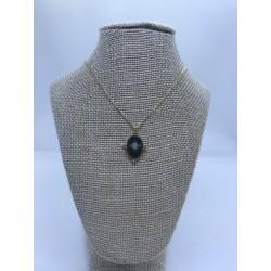 collar de acero dorado con camofeo en negro y turquesa