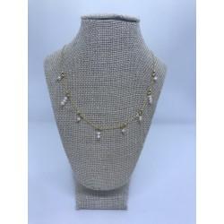 collar de acero dorado con perlas