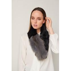 Bufanda de pelo con pinza para cruzar en color negro/gris